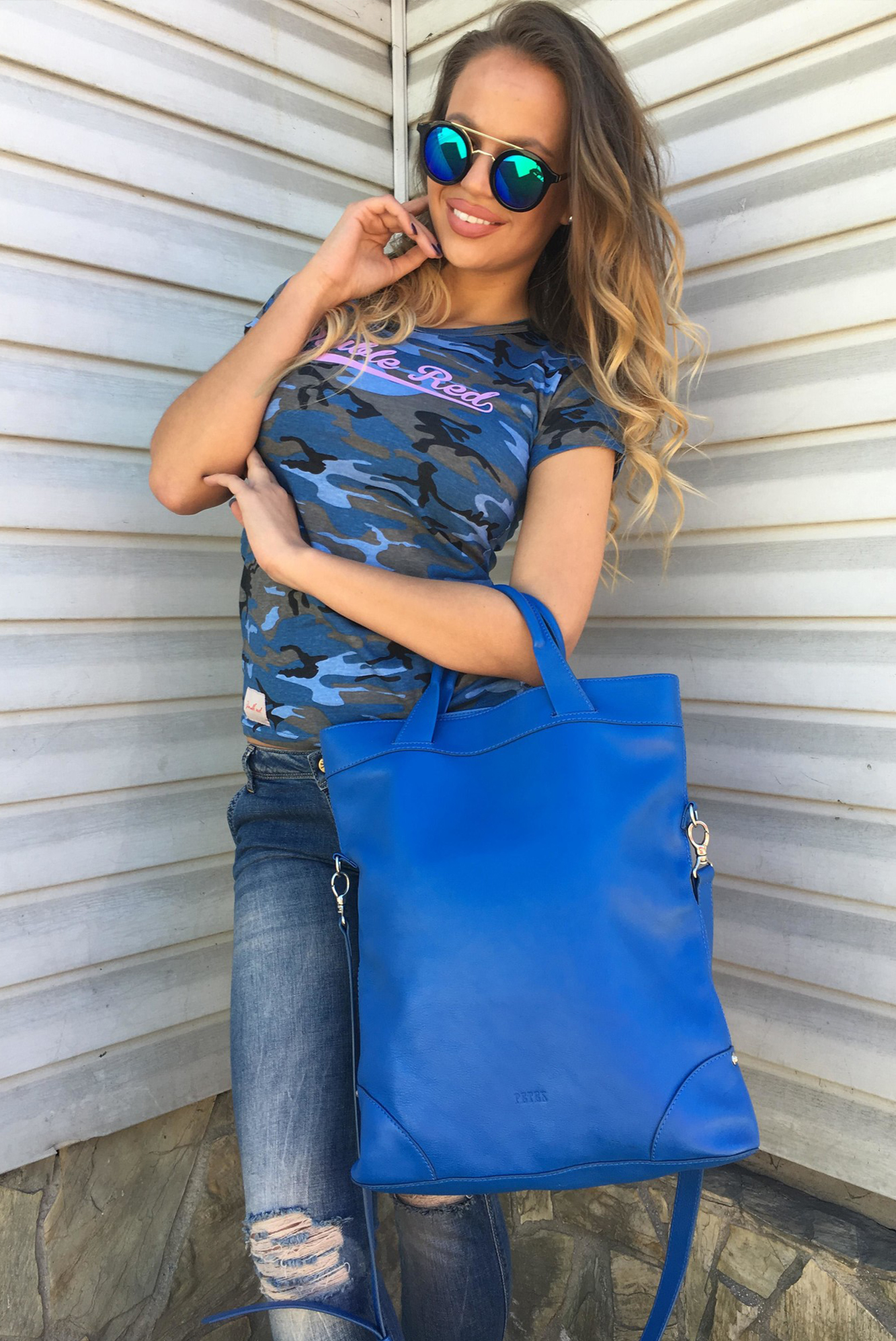 Dámska kožená královská modrá kabelka s ramienkom cez plece - UNI