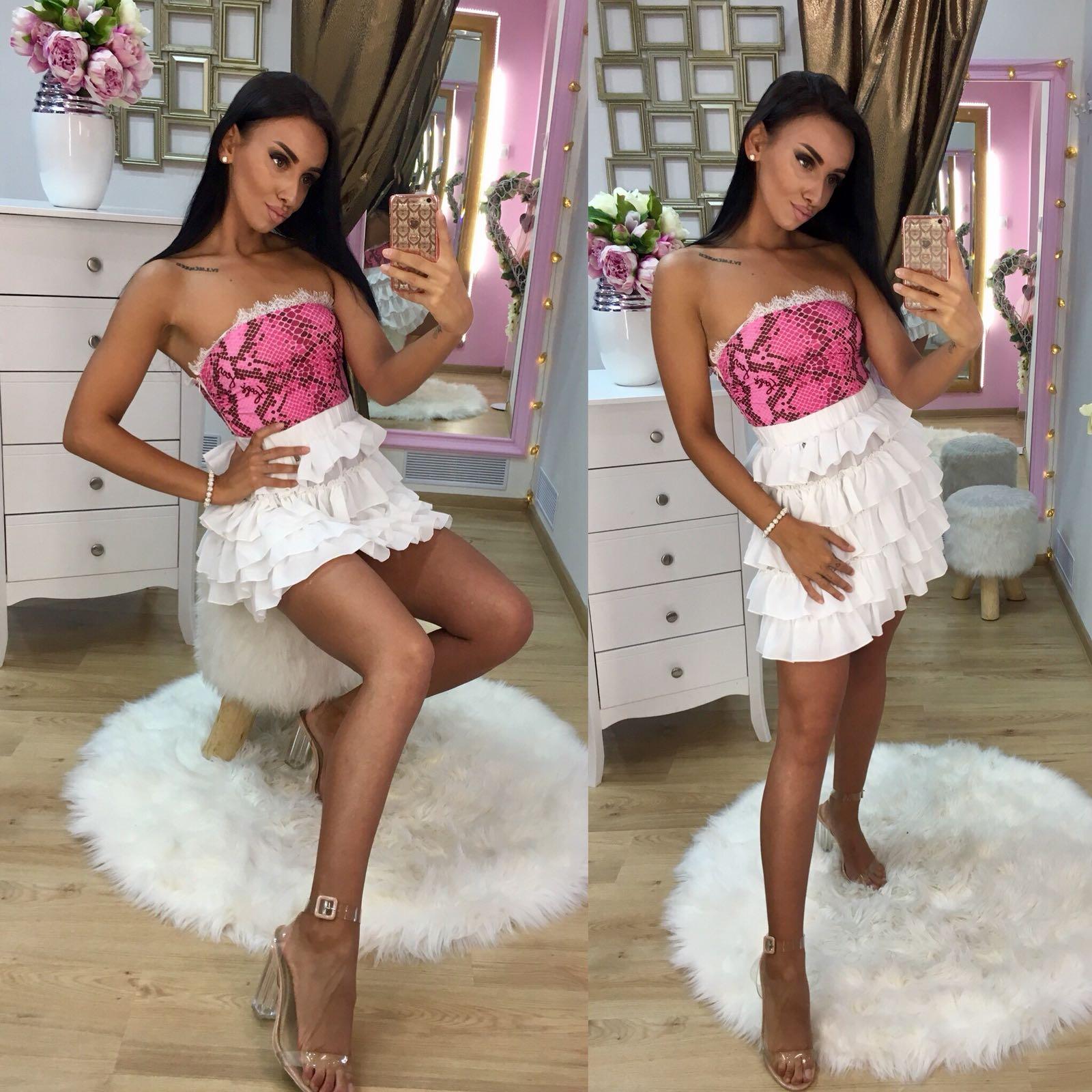 a0617358c69a Dámske bielo ružové šaty Foggi s volánmi - S odporúčame pre XS